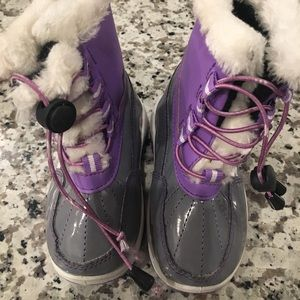Girls snow boots M 7-8 LIKE NEW
